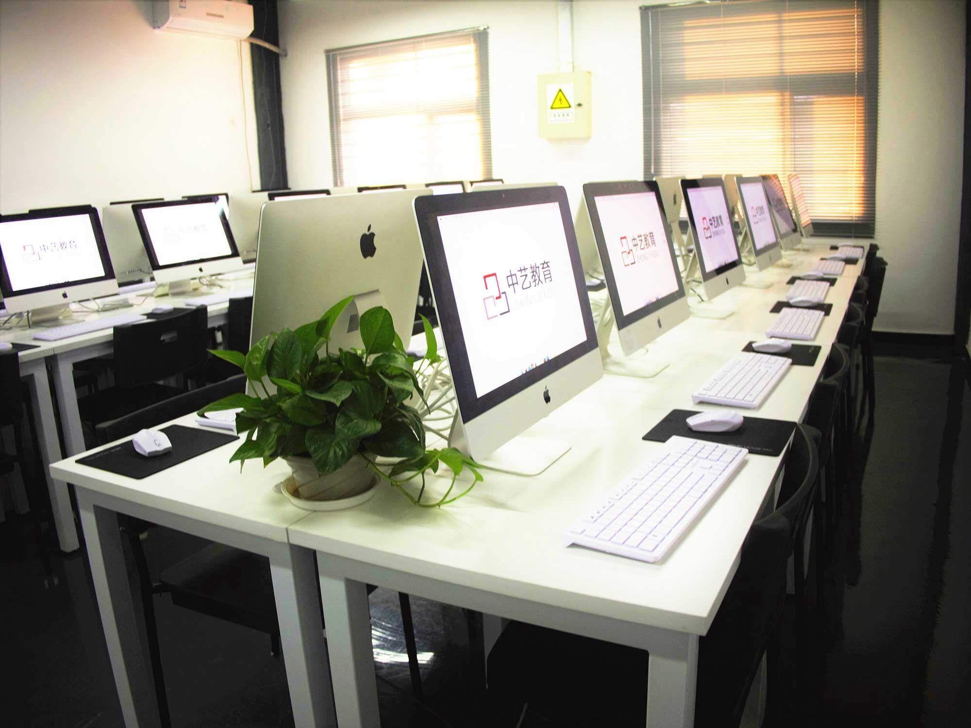 中艺教育 电脑机房