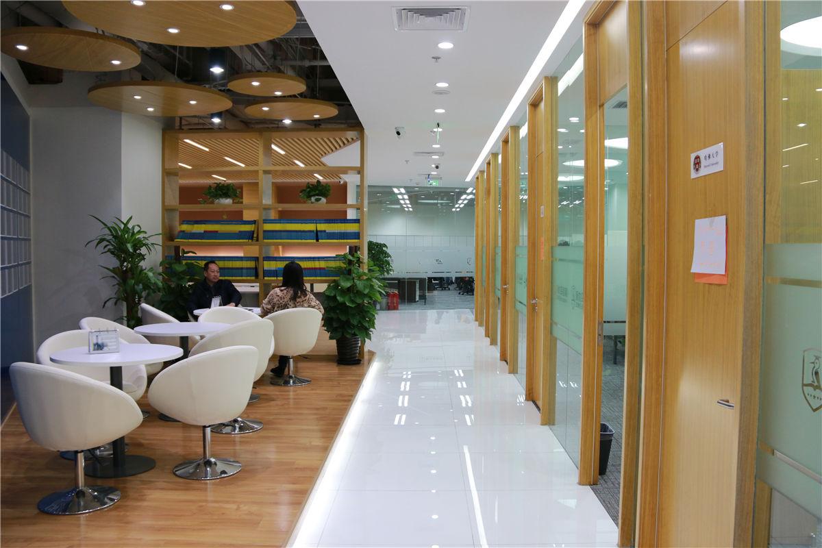北京啄木鸟教育 走廊