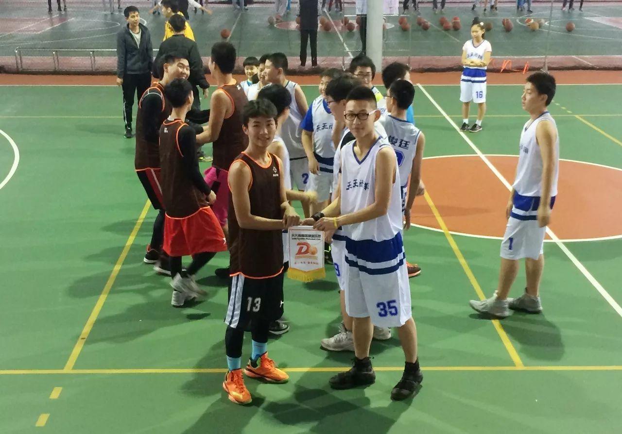 北京天天尚翔青少年篮球训练营 室内篮球场