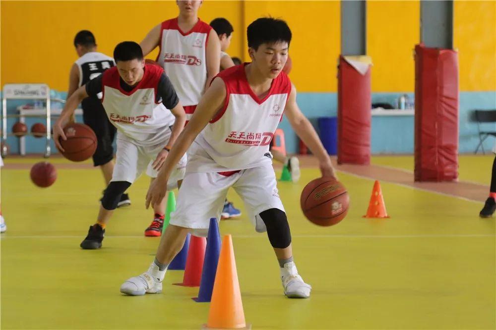 北京天天尚翔青少年篮球训练营 大兴训练场地