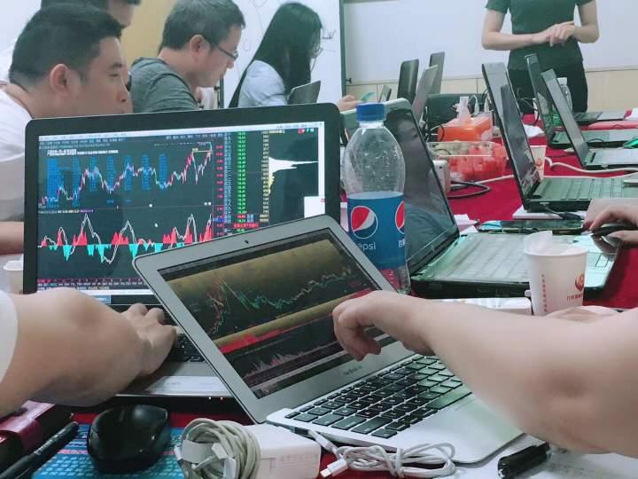广东万虹股票培训 授课现场