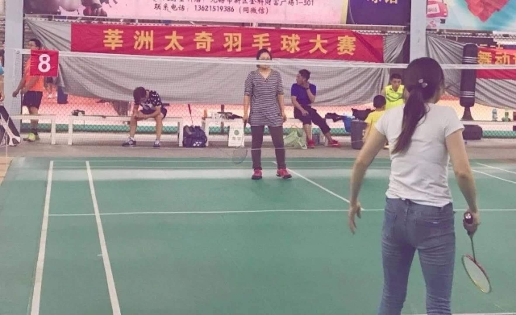 江阴莘洲教育 学生羽毛球比赛