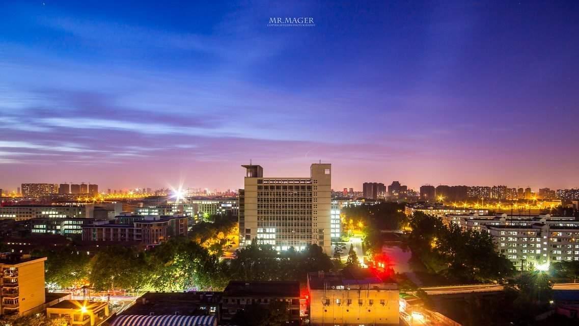 湖北工业大学国际职业中心 夜景