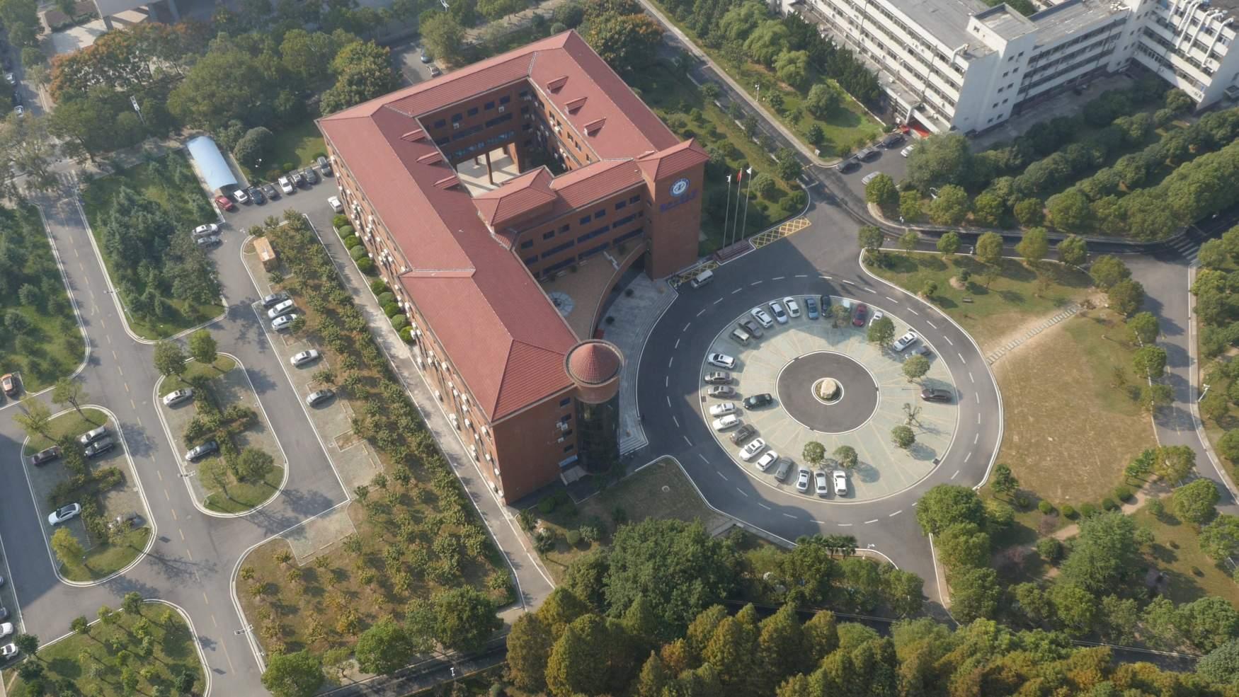 湖北工业大学国际职业中心 航拍工大
