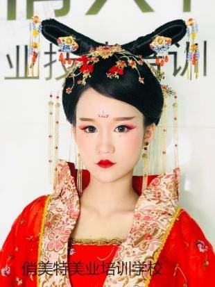 广州哪里学彩妆优惠,哪里学美甲好?