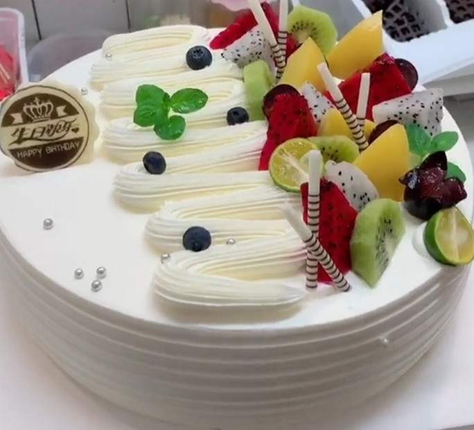 生日蛋糕的制作流程分享-泉州蛋糕培训