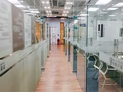 贝特尔英语中心学校走廊