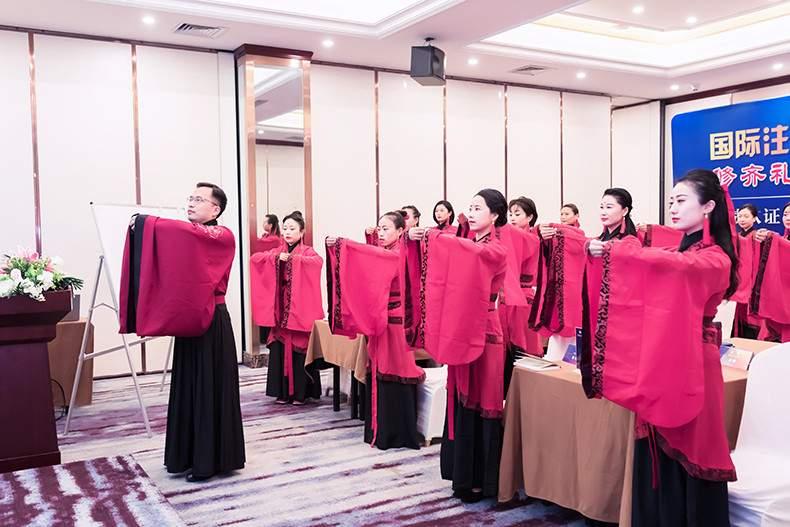 修齐礼仪学院礼仪培训师培训课程传统古礼作揖礼拜师礼