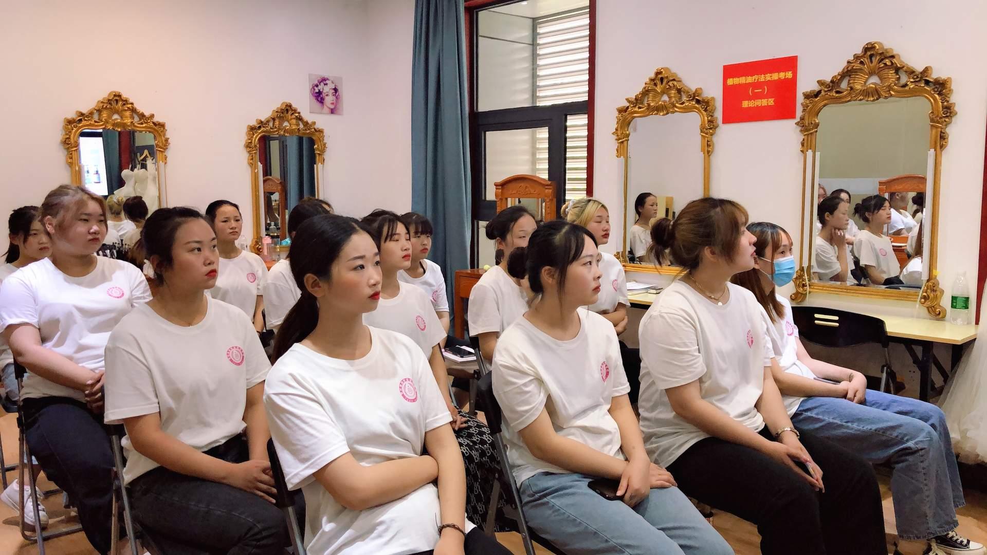 南阳世纪康园职业培训中心