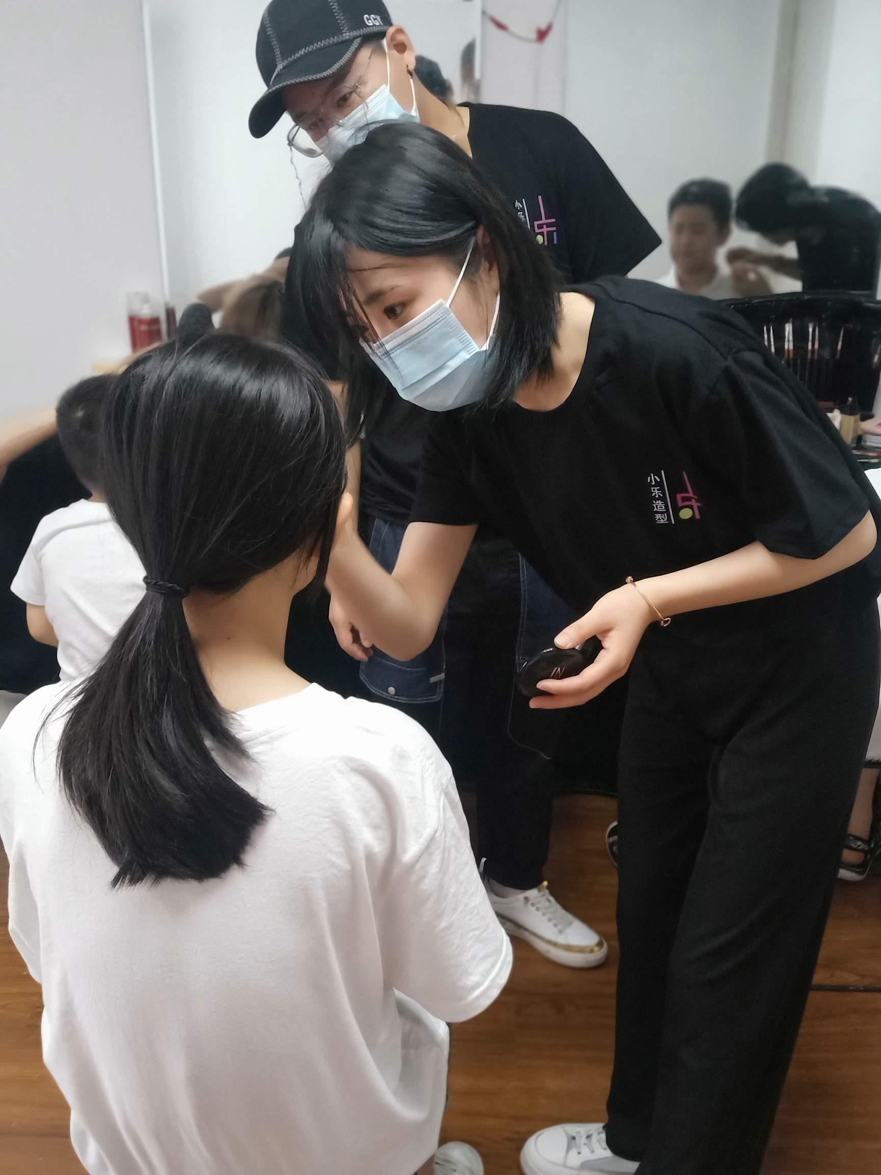 潍坊小乐化妆美甲纹绣培训
